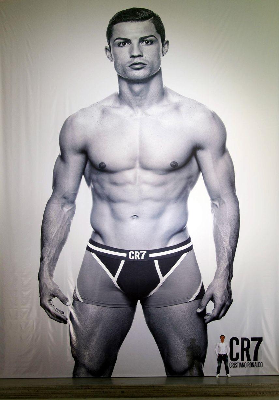 Ronaldo promotes new underwear range (Pics)