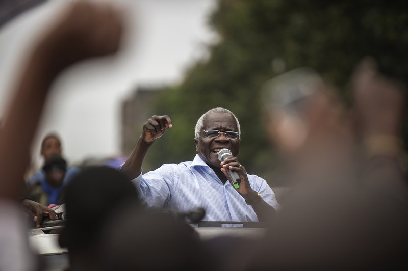 Mozambique guerrilla-turned-opposition leader Dhlakama dies