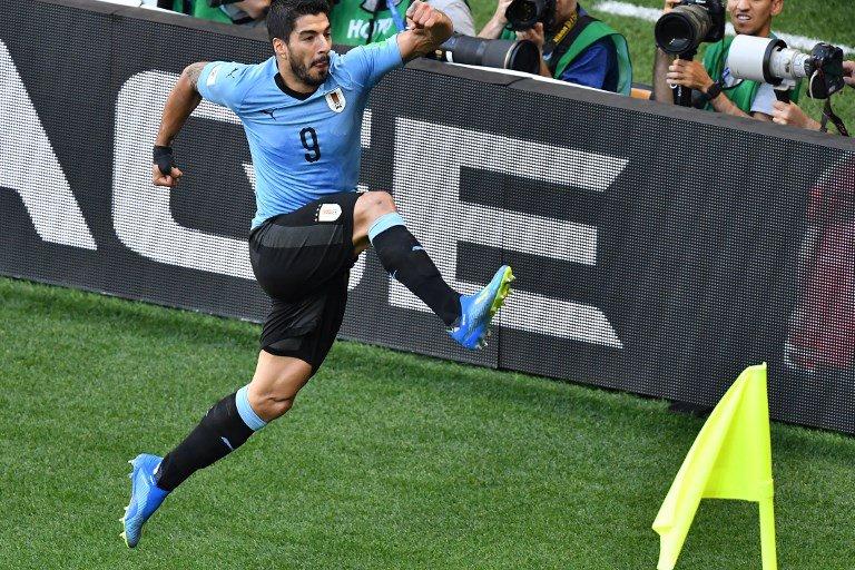 e1eab1eac22 Suarez sends Uruguay into last 16 with hosts Russia