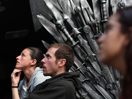 """Fans watch HBO's """"Game of Thrones"""" series finale at a viewing party at Brennan's bar in Marina del Rey, California, May 19, 2019 - Robyn Beck / AFP"""