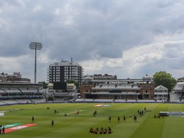 New Zealand players gather for a team meeting as they take part in a training session at Lord's Cricket Ground in London on July 13, 2019, ahead of the 2019 Cricket World Cup final against England.  Dibyangshu Sarkar / AFP