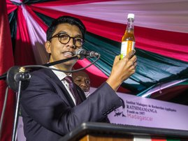 """The President of Madagascar Andry Rajoelina attends a ceremony to launch """"Covid Organics"""" or CVO, in Antananarivo, on 20 April 2020, a remedy from the Malagasy Institute of Applied Research (IMRA) created from the Artemisia plant and supposed to prevent a"""