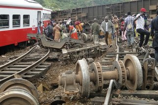 Cameroon train derails