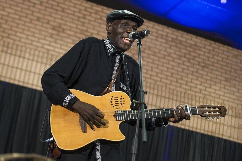 Oliver Mtukudzi WIKUS DE WET / AFP