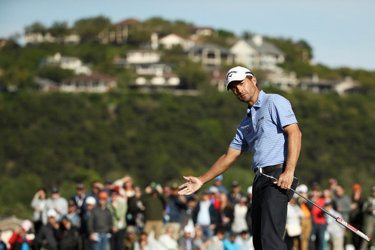 Tiger's run sends him to weekend against Rory McIlroy