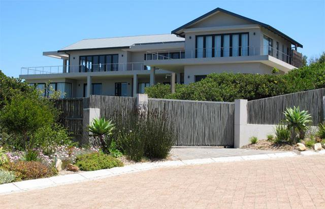 Glorious sea views in Whale Rock for R9.8 million