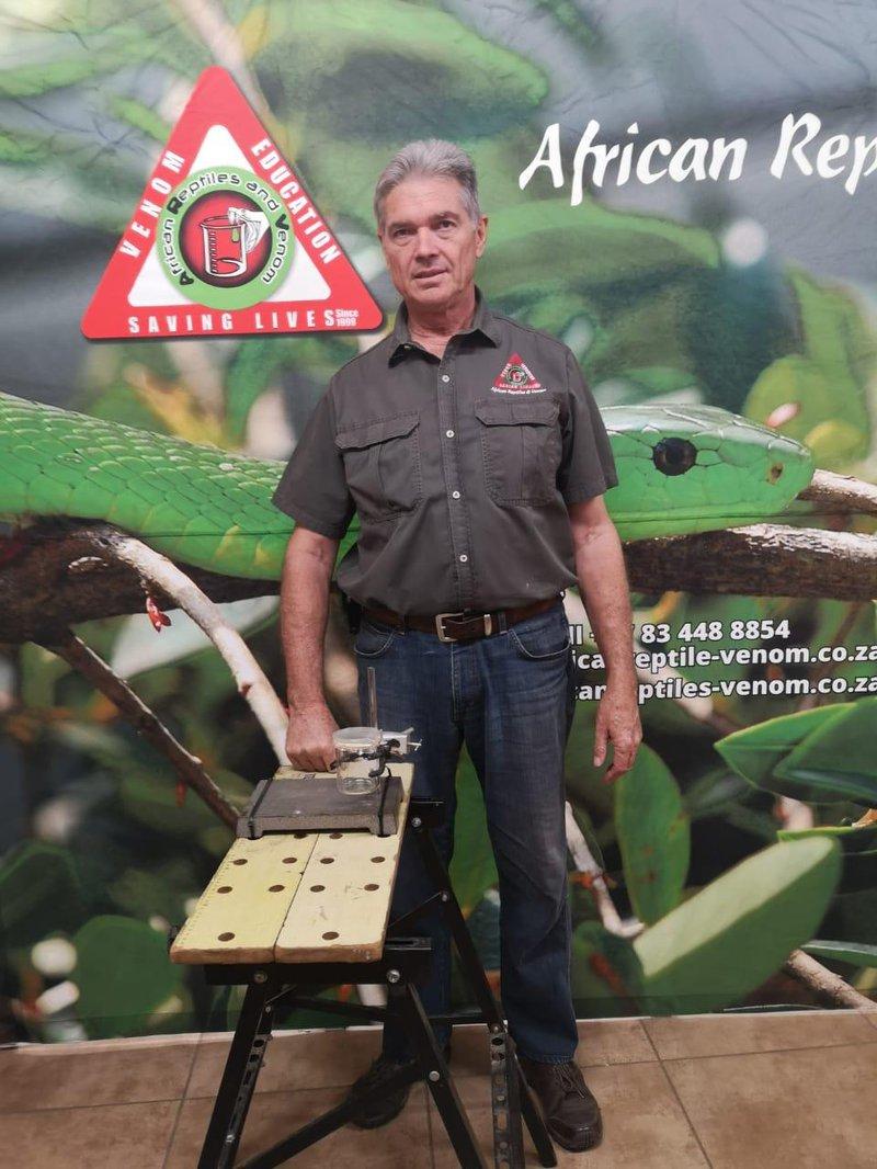 Professional herpetologist Mike Perry joins Rian van Heerden