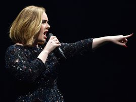 adele tells off security