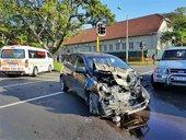 bus-car-crash-umbilo