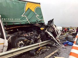 Two trucks and a bus collided N3 Mooi River
