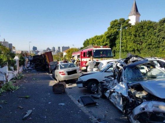 Massive multi-vehicle crash in Cape Town