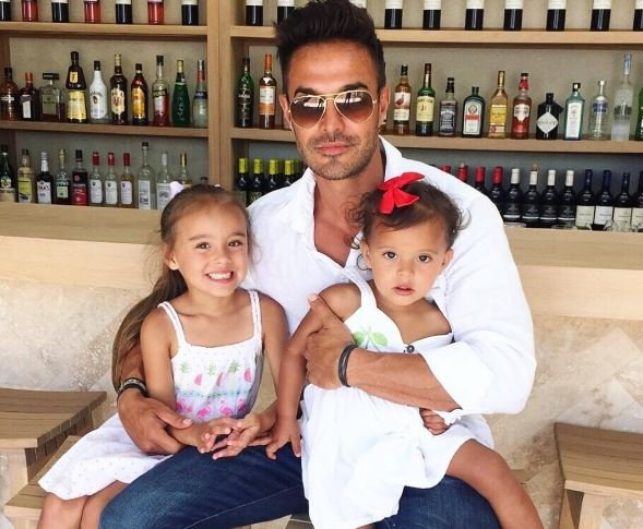 Lee-Ann Liebenberg's daughters with their dad