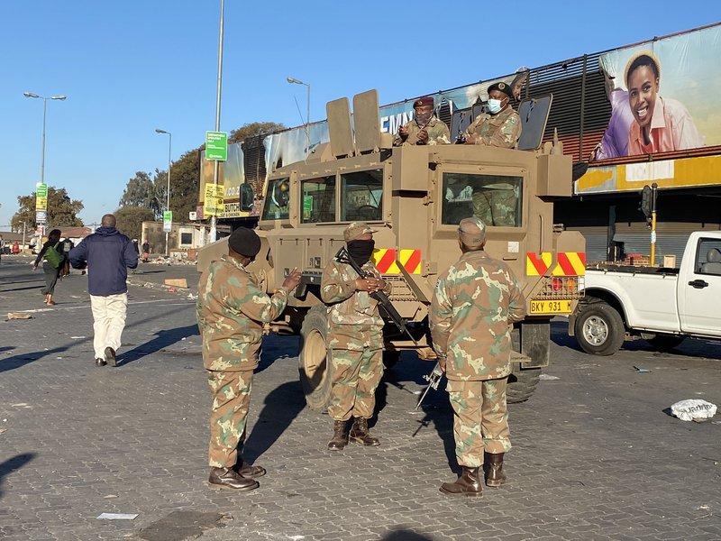 SANDF ARMY deployed to Alex in unrest