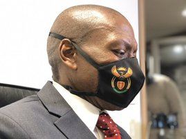 Zweli Mkhize with govt face mask