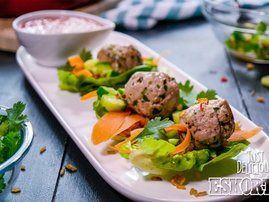Eskort Spicy Meatball Lettuce Cups