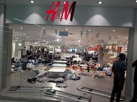 H&M looting by EFF