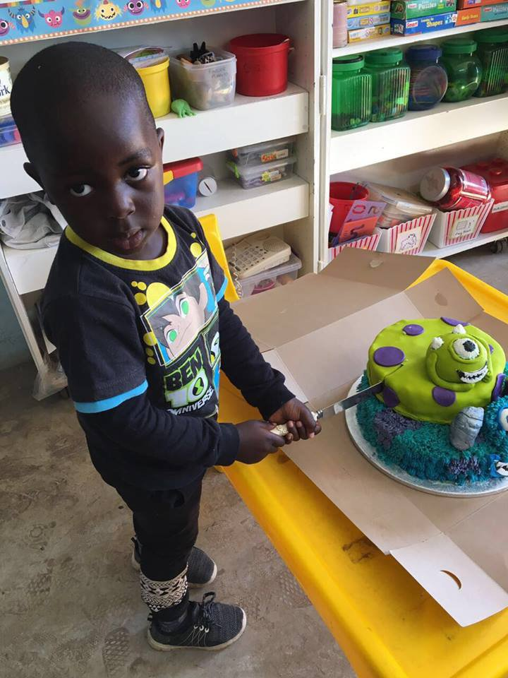 Kyalami bakes birthday cakes for disadvantaged kids