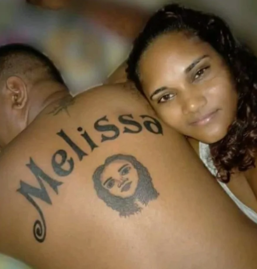 Man tattoos girlfriends name on his back