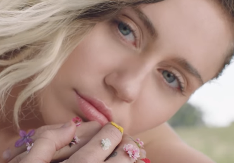 Miley Cyrus releases new music video - Malibu