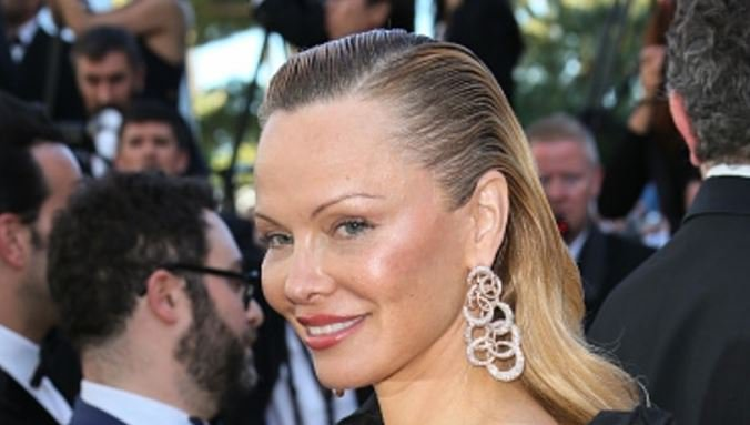 Over Pamela Anderson a bad job plastic surgeons