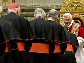 Pope-Benedict-XVI-greets--001.jpg