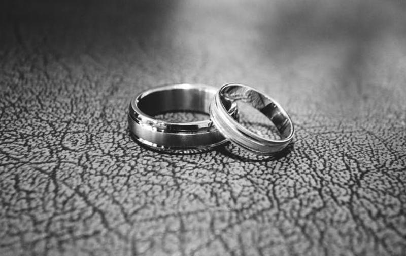 engagement rings pexel