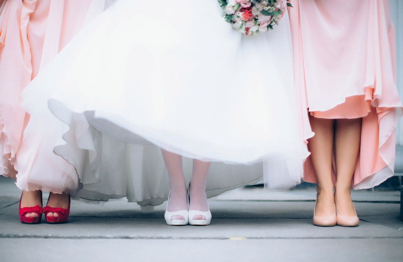 bride and bridesmaids pixabay