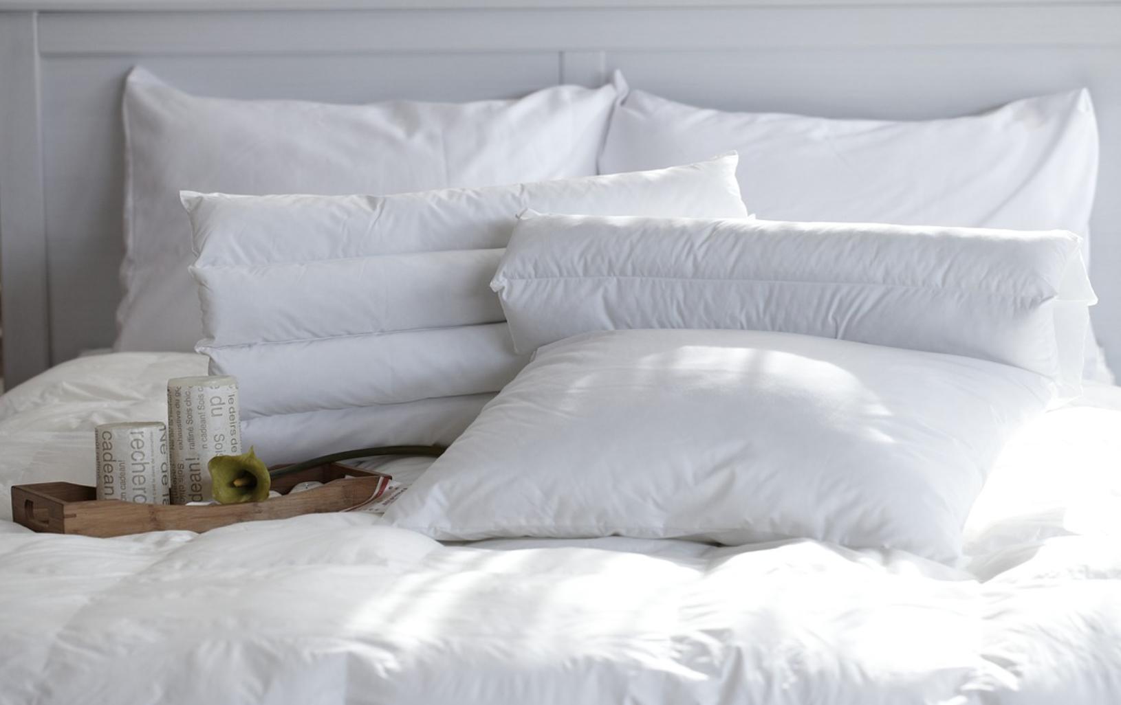 bedding and linen pixabay