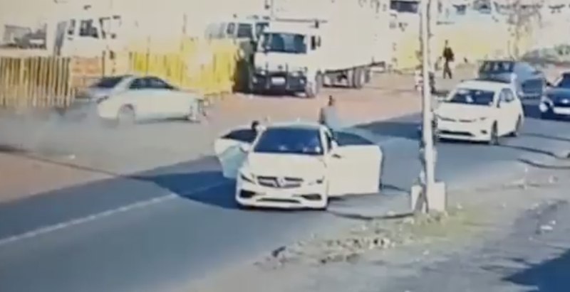 Driver outwits robbers
