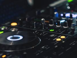 DJ spin decks pexels