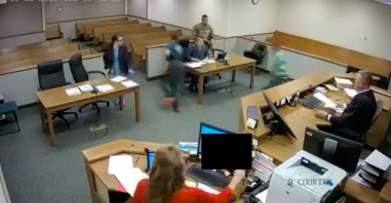 Judge chases two suspects escape courtroom