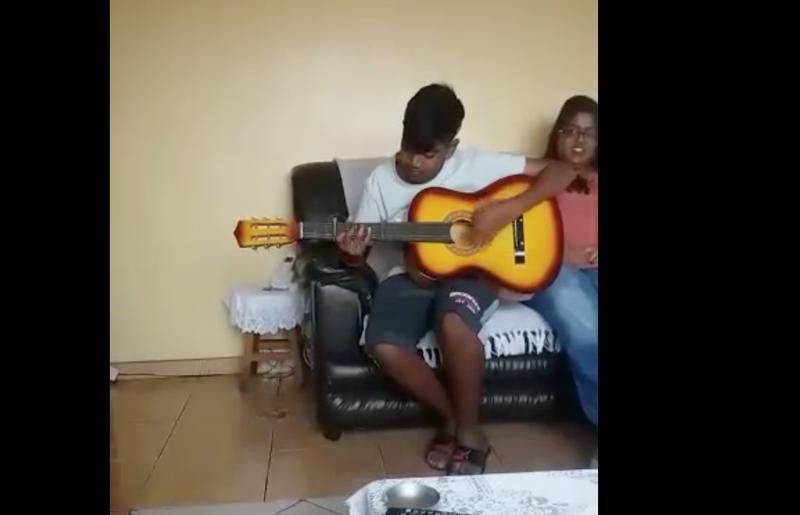 guitar renditon tasvir