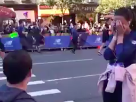 Man proposes to girlfriend during marathon