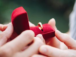 radio proposal box ring pexel