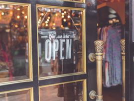 Open business door / Pexels