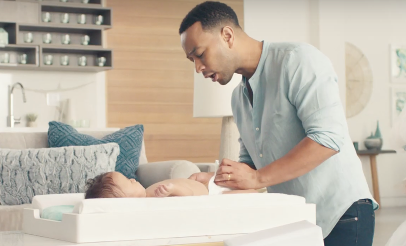 John Legend changes his son's diapers / YouTube