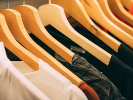 Brand new clothes on a hanger / Pexels