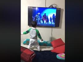 Little boy dancing to 'Thriller' / Facebook