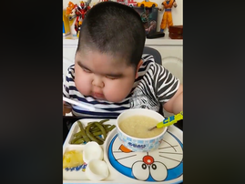 WATCH: Child goes viral while eating