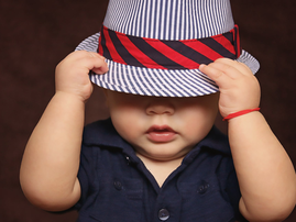 Baby with a hat / Pexels