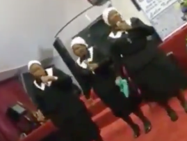 Gogos do the Vosho in church / Twitter
