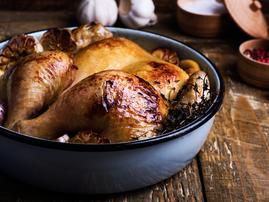 Roast chicken in a pan / iStock