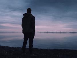 Man standing near lake / Pexels