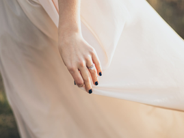 Bride in wedding dress / Pexels