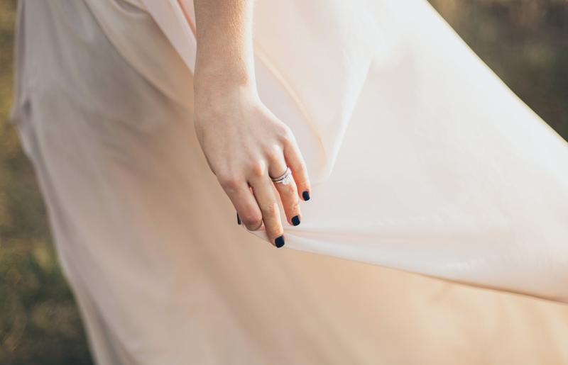Bride in wedding dress / Pexels