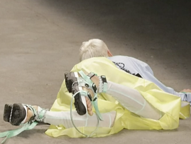 Model collapses and dies on catwalk