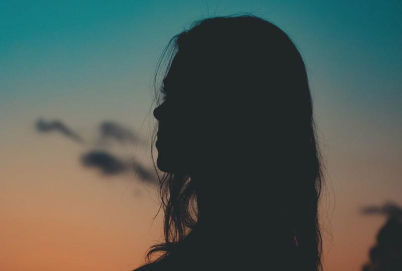 Single woman in silhouette / Pexels