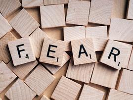 Fear blocks / Pexels