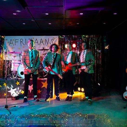 'Straatligkinders' en sanger van 'Die Melktert Komissie' span kragte saam in nuwe musiekvideo
