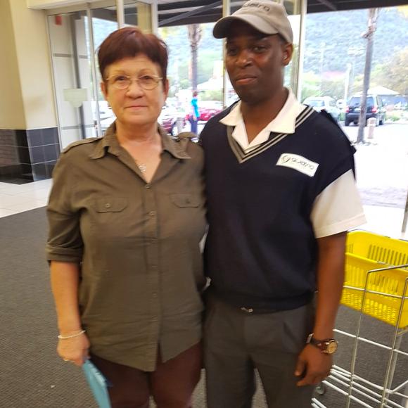 Security guard returns pensioner's money at Pretoria mall